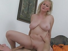 Passionate And Hot Sex With Mature Mama And Young Boy